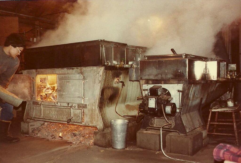 Ghislain qui remplit la bouilleuse, 1983